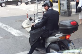 Мужик на скутере