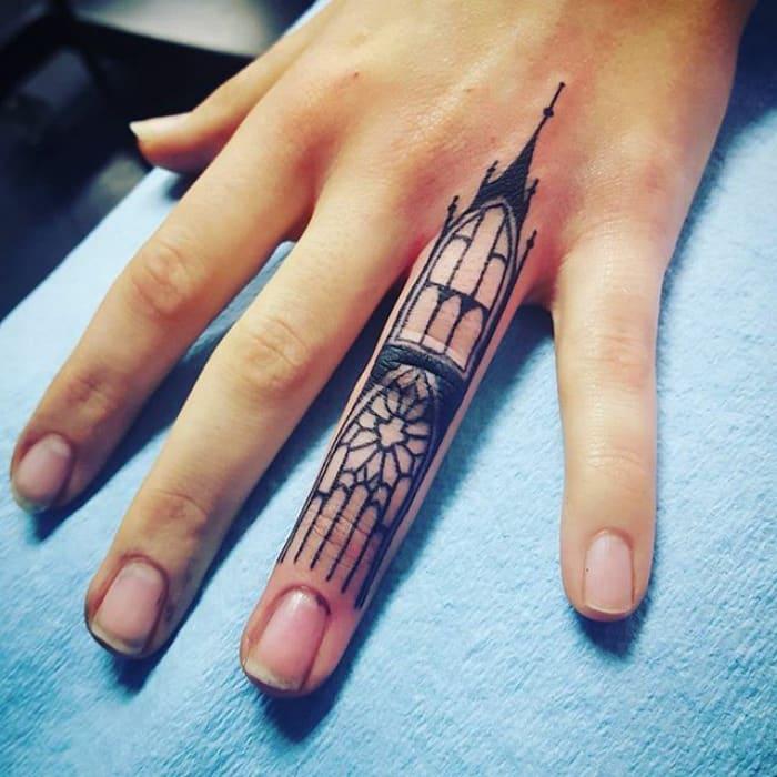 finger_tatoo