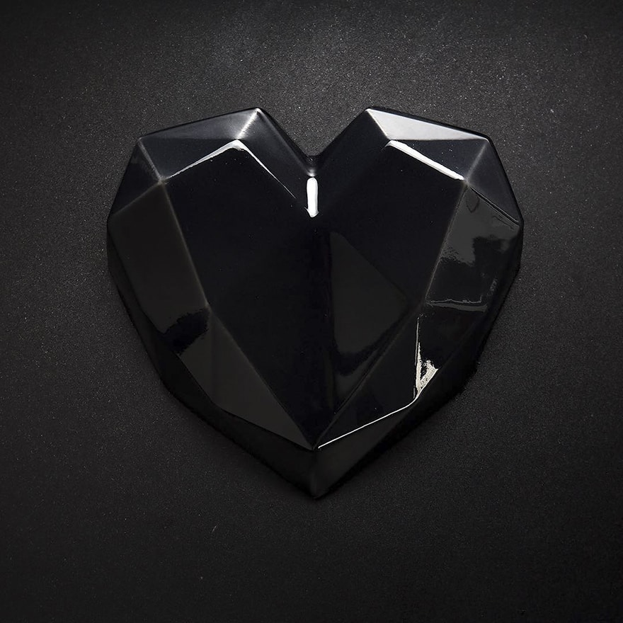 geometrical_black_heart_cake