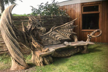 wood-chainsaw-carve-dragon-bench-igor-loskutow-coverimage